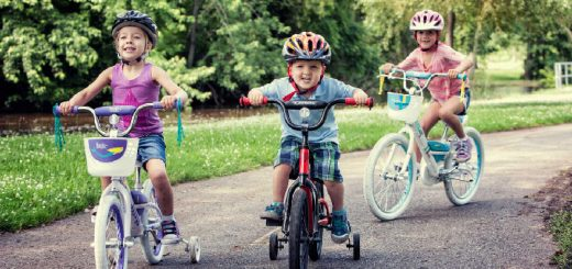 Vaikai su dviračiais